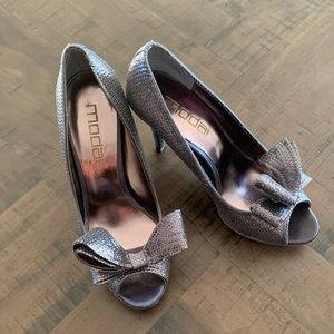 Moda sequence heels with a bow
